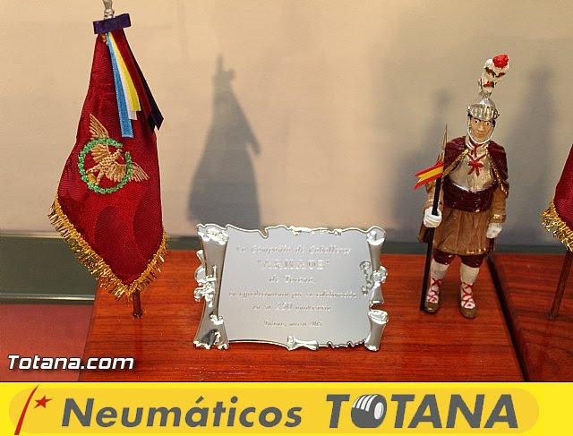 Libro, bandera, pregón y Escudo de Oro. 250 aniversario