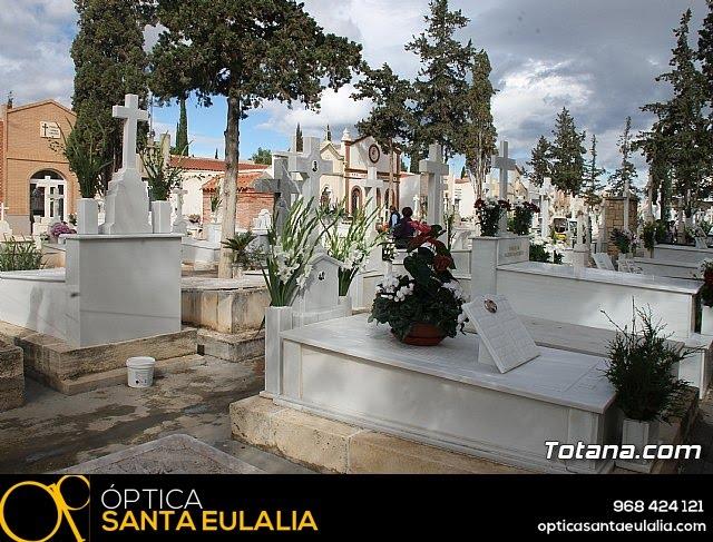 Cementerio. Día previo a la festividad de Todos los Santos 2018 - 32